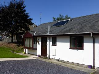 Comfortable Bungalow with Deck and Internet Access - Penrhyn Deudraeth vacation rentals