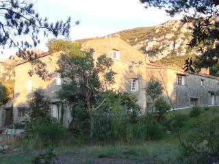 Les Ambrosis :  chambre à louer, 55 € - Saint-Paul-de-Fenouillet vacation rentals