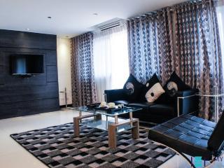 2 bedroom condo in Makati MAK0040 - Makati vacation rentals