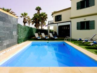 Seaview villa - 5 bedrooms, pool, 2 mins to beach - Corralejo vacation rentals