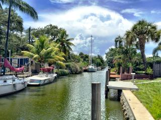 AMAZING 2/2 ENTIRE WATERFRONT HOME! - Fort Lauderdale vacation rentals