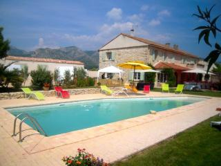 Nice Gite with Internet Access and Dishwasher - Gemenos vacation rentals