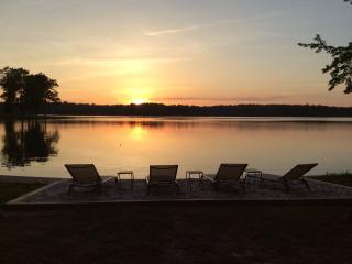 Sunset Shores: Lakefront, 6 Mbdrms+bunkroom - Bumpass vacation rentals