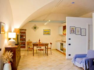 Cosy medieval flat 20m from square - Bettona vacation rentals