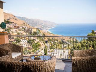Belle vue luxury apartment Taormina - Taormina vacation rentals