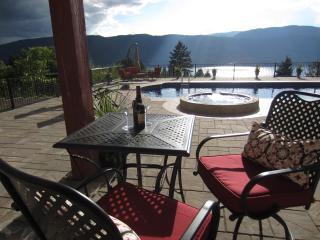 Beautiful 2 Bedroom Suite in Winfield BC - Winfield vacation rentals