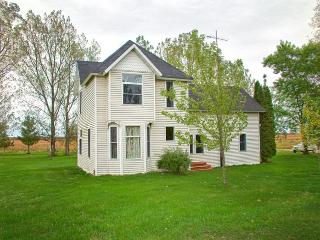 Nice Guest house with A/C and Cleaning Service - Wadena vacation rentals