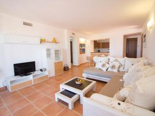 Bright 4 bedroom Townhouse in Cala Tarida - Cala Tarida vacation rentals