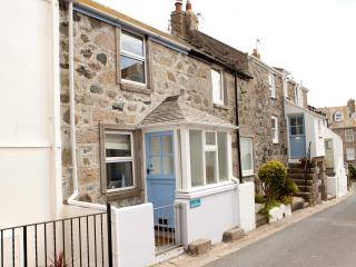 85 Back Road East - Fisherman's Cottage in the heart of St Ives - Sleeps 4 - Saint Ives vacation rentals