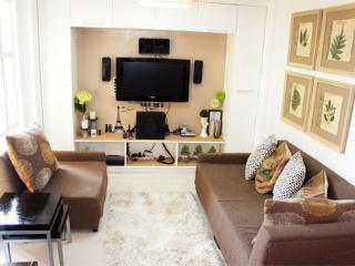 Modern 2BR flat Tomas Morato Q.C. - Quezon City vacation rentals
