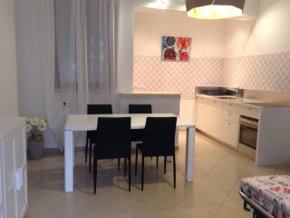 Convenient Valeggio Sul Mincio vacation Townhouse with Central Heating - Valeggio Sul Mincio vacation rentals