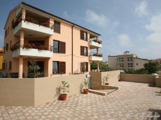 VILLA UNDINA  Holiday house with swimming pool, wh - Premantura vacation rentals