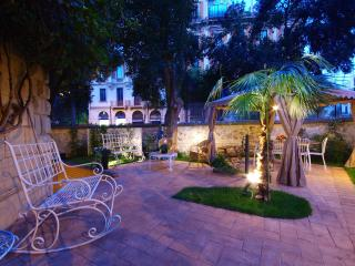The Traveller's Garden Guesthouse - Rome vacation rentals