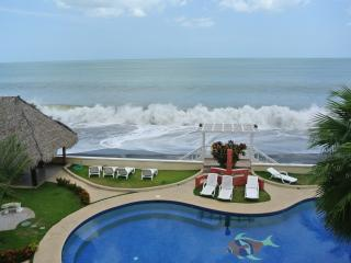 Beautiful Ocean Front Condo - Panama Province vacation rentals