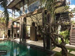Villa Oberoi Luxury 4-Bed in the heart of SEMINYAK - Seminyak vacation rentals