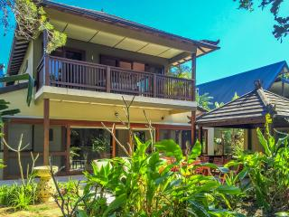 AHAVA - BEACHFRONT BYRON BAY - Suffolk Park vacation rentals