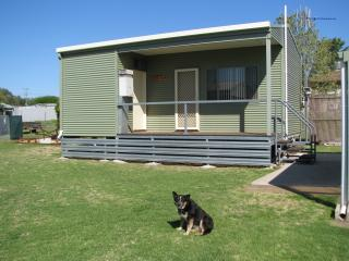 Comfortable Studio with A/C and Central Heating - Dunedoo vacation rentals