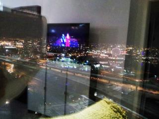 Downtown High-rise +view, pool /parking /skytrain - Vancouver vacation rentals