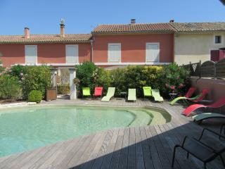 Nice Condo with Internet Access and A/C - Chateauneuf-de-Gadagne vacation rentals