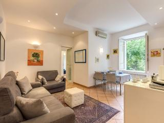 just renewed! Luxury holiday Apartment Coliseum, Rome. WIFI.. LAST MINUTE!!! - Rome vacation rentals