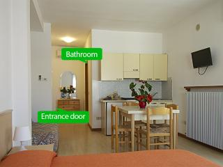 Essential and functional - Benso 10 - Lido di Jesolo vacation rentals