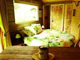 Chalet du Grizzli : Chalet Romantique - Suzy vacation rentals