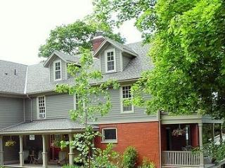 Romantic Bed and Breakfast with Internet Access and A/C - Queenston vacation rentals