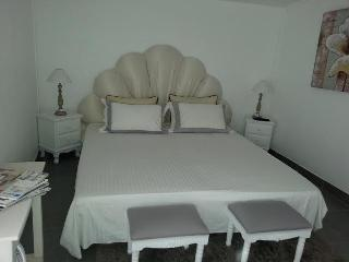 Cozy B&B with Towels Provided and Television - Arcachon vacation rentals