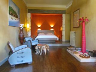 Chambres / Maison d'Hôtes: Bohobé Naboty - Roquemaure vacation rentals