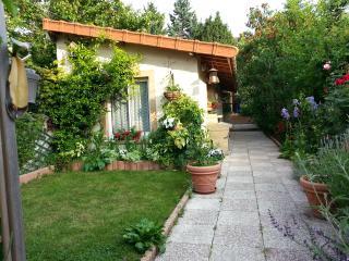 Studio indépendant dans un jardin proche Paris - Colombes vacation rentals