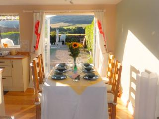 Charming 3 bedroom Cottage in Lamlash with Internet Access - Lamlash vacation rentals