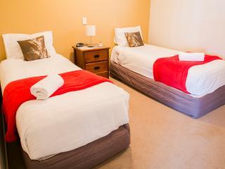 The Glebe Queenstown - 2 Bed 1 Bath Courtyard -8 - Queenstown vacation rentals