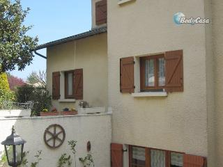 Homestay guest room in L'Arbresle, at Isabelle's place - L'Arbresle vacation rentals