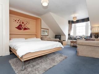tony apartment - Edinburgh vacation rentals