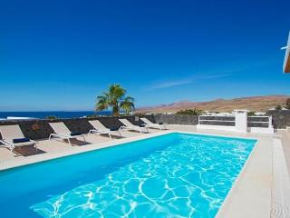 Comfortable 3 bedroom Villa in Puerto Calero - Puerto Calero vacation rentals