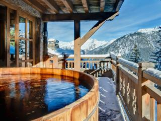 Comfortable 7 bedroom Chalet in Courchevel with Internet Access - Courchevel vacation rentals