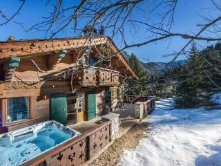 Beautiful Chalet in Courchevel with Balcony, sleeps 10 - Courchevel vacation rentals