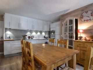 Bright 3 bedroom Condo in Les Allues with Internet Access - Les Allues vacation rentals
