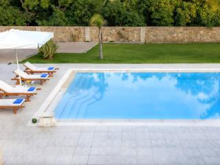 Villa in Souda with large pool - Souda vacation rentals
