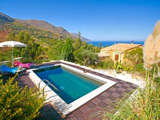 Bright 2 bedroom Santa Caterina Villarmosa House with Waterfront - Santa Caterina Villarmosa vacation rentals