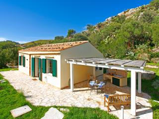 Bright House with Private Outdoor Pool and A/C - Montelepre vacation rentals