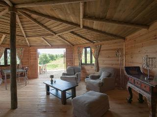 Beautiful 2 bedroom Chalet in Vimeiro with Internet Access - Vimeiro vacation rentals