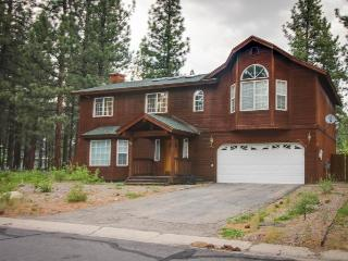 Lovely home w/ large, fenced yard, pool table & deck - near hiking trails - South Lake Tahoe vacation rentals