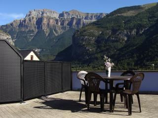 Perfect 2 bedroom Torla Condo with Central Heating - Torla vacation rentals