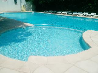 Modern house in the Var, Provence, w/terrace & outdoor pool – walk to shops & restaurants - Callian vacation rentals