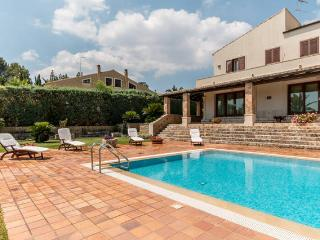 Bright 4 bedroom Vacation Rental in Canicattini Bagni - Canicattini Bagni vacation rentals