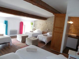 1000 délices-chambre familiale - Lagrasse vacation rentals