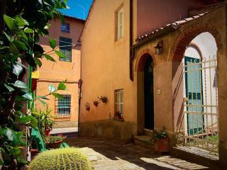 La Casa di nonno Livio - Lari vacation rentals