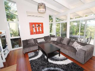 Charming 3 bedroom House in Avoca Beach - Avoca Beach vacation rentals