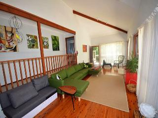 THE GRASS CASTLE AT MACS - Macmasters Beach vacation rentals